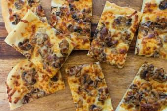 mushroom shallot pizza
